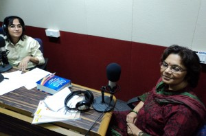 Copy of Dr Rubina Lal being interviewd at jago Mumbai Sudios for MUD MUD KE NA DEKH on AIR FM RAINBOW